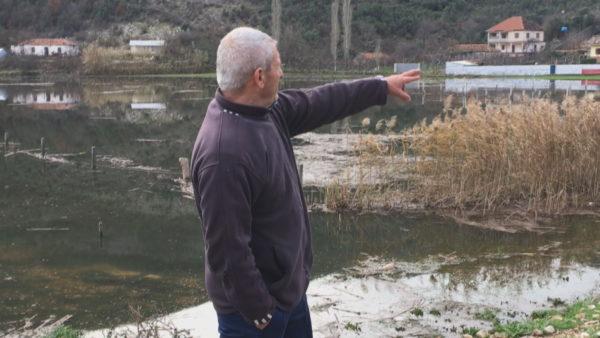 """Arat me grurë kthehen në """"liqen"""", fermerët në Torovicë: Këtë vit s'ka prodhim"""