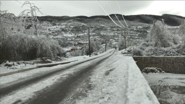 Reshjet e shiut në Kukës, rezervuari i T'Planit në Fierzë është mbushur plot, disa rrugë të bllokuara