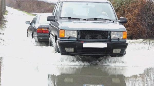"""Situatë e rëndë nga përmbytjet në Shkodër, uji """"pushton"""" mijëra hektarë toke"""