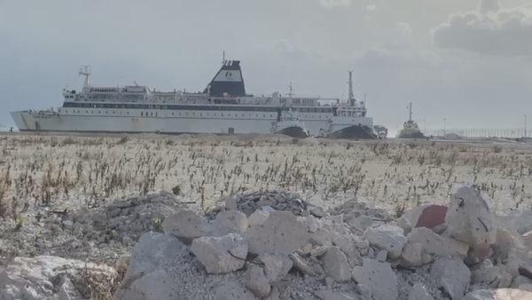 Udhëtim i vështirë, pasagjerët 6 orë në pritje për të zbritur nga trageti në portin e Vlorës