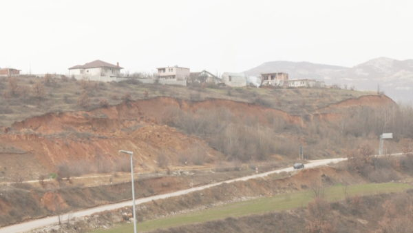 Rrëshqitjet e dherave rrezikojnë 40 banesa në Kukës