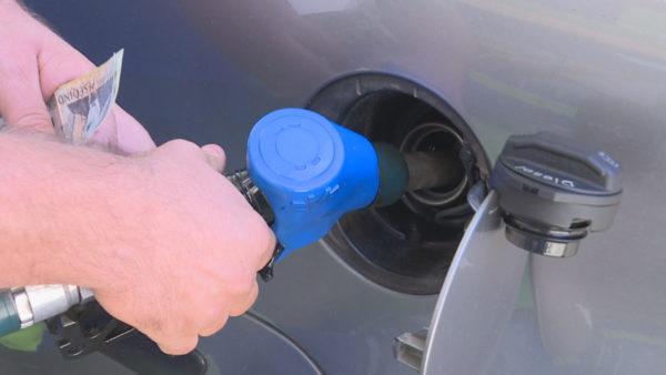 Shtrenjtohen karburantet, çmimet në Shqipëri të larta për drejtuesit e mjeteve