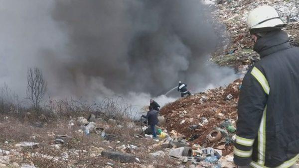 Digjen mbeturinat në Kukës, tymi toksik mbulon një zonë të gjerë prej disa kilometrash
