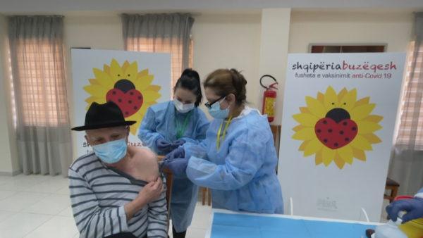 Si ka ecur vaksinimi në Shqipëri? Në 58 ditë vetëm 3308 persona mbi 80 vjeç, 1055 personel shëndetësor kanë marrë të dy dozat