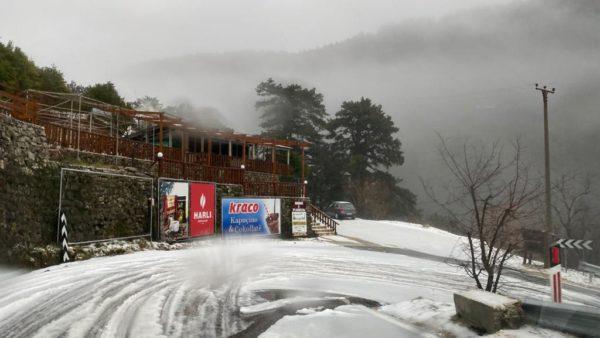 Bora mbulon Llogaranë, vështirësi në qarkullim