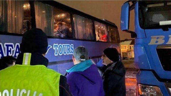 Sulmohet autobusi me turistë shqiptarë në Malin e Zi