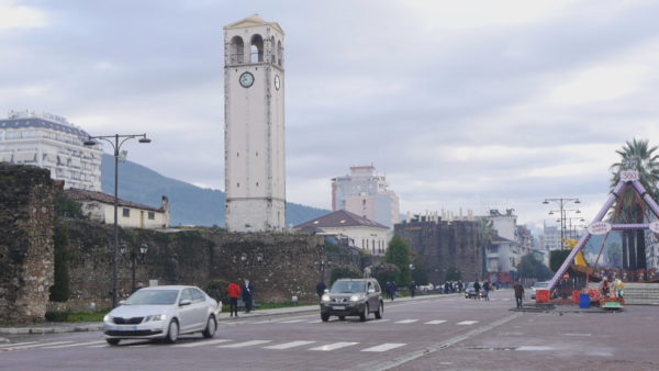 Injorohen masat mbrojtëse, mijëra të infektuar me Covid-19 në Elbasan