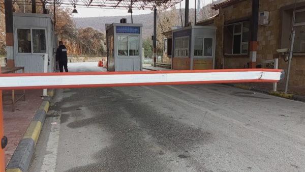 Burime: Në Kapshticë dhe Qafë Thanë nga sot nuk është aplikuar karantina për ata që hyjnë