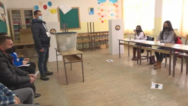 """Zgjedhjet në Kosovë, dëbora dhe Covid-19 ulin """"interesin"""" e votimit"""