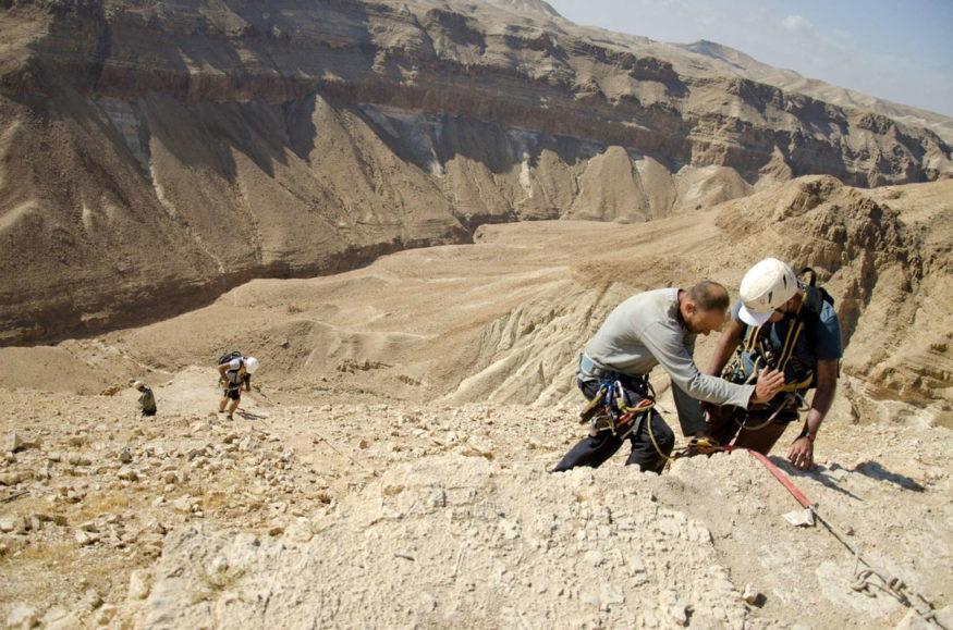 Zbulohen tekste biblike 2000-vjeçare në një shpellë në Izrael