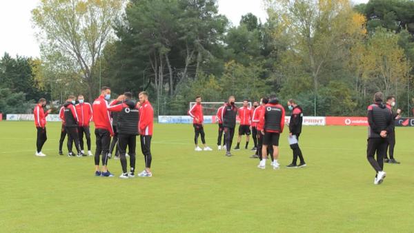 Kualifikueset e Botërorit 2022, Shqipëria grumbullim në Barcelonë pas Andorrës