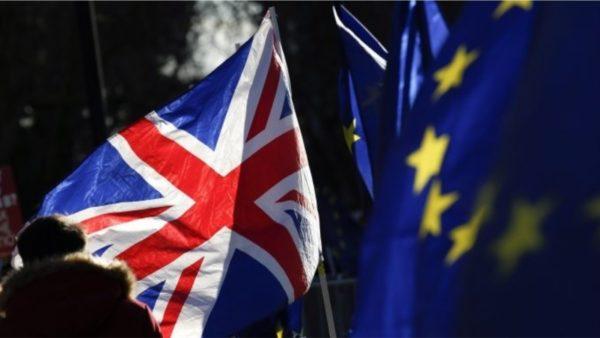 """Tjetër """"luftë"""" Britani-BE, këtë herë për vaksinat ndaj Covid-19"""