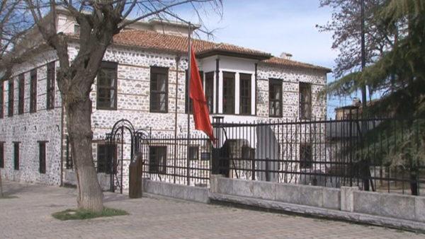 Korçë, shkolla e parë shqipe hap dyert, me disa ndryshime pas restaurimit