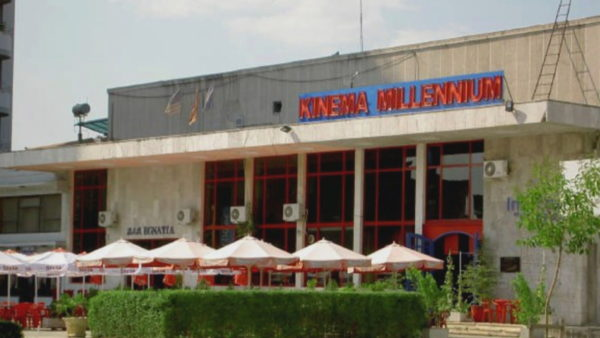 Ish-kinemaja në Elbasan, tani përdoret nga bizneset vetëm si adresë