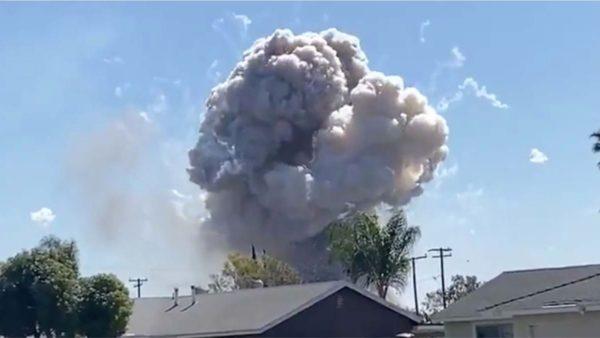 Qindra fishekzjarrë shndërrohen në një bombë në SHBA, 2 viktima