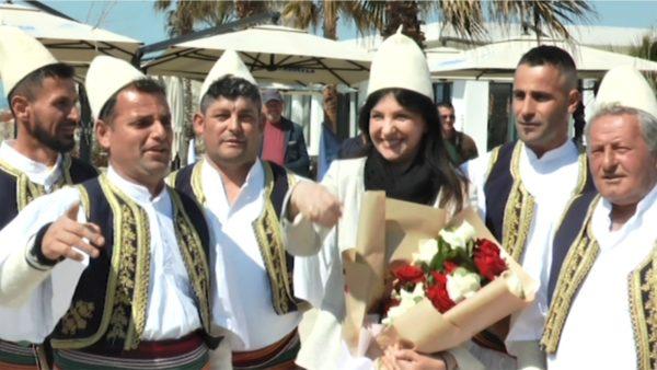 """""""Lëvizja për Ndryshim"""" e Jozefina Topallit çel fushatën nga Vlora: E djathta jemi ne"""