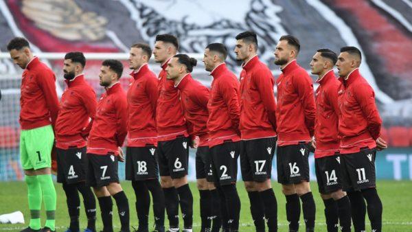 Shqipëria në San Marino, Gjasula i pezulluar, Roshi e Kamberi në dyshim