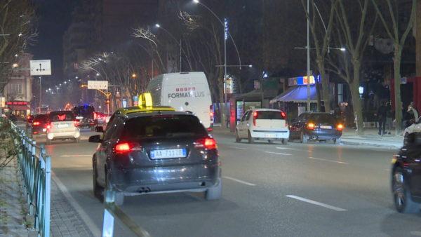 Kufizimi i lëvizjes pas 20:00, vendimi nuk zbatohet, rrugët e mbipopulluara edhe pas kësaj ore