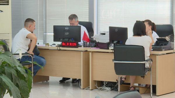 Punësimet në administratë, 10 mijë më shumë në tre muaj, rekord nga 2002