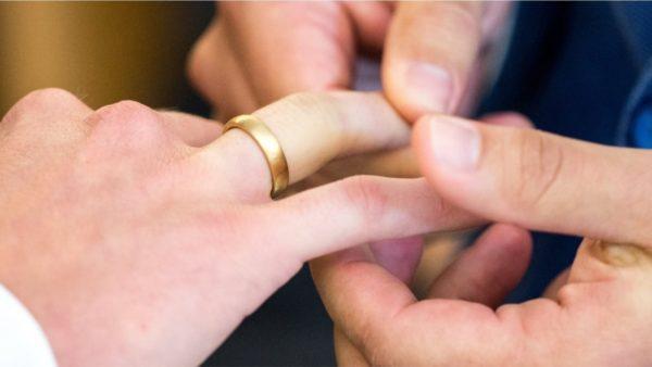 Vatikani i refuzon bekimin çifteve gay, por mohon çdo diskriminim ndaj tyre
