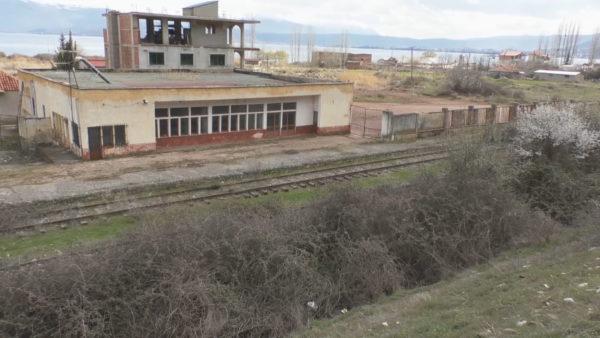 """""""Guri i kuq"""", stacioni që dikur lidhte juglindjen"""