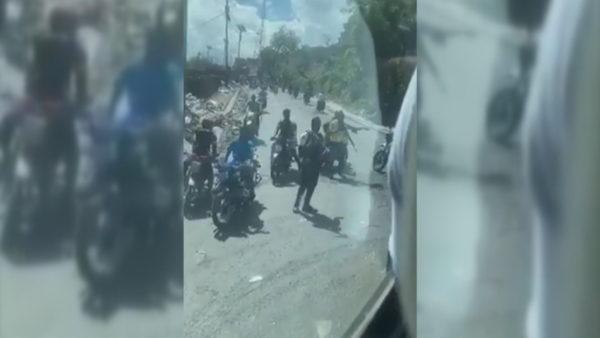 Momente tmerri, banda e armatosur merr peng kombëtaren e futbollit