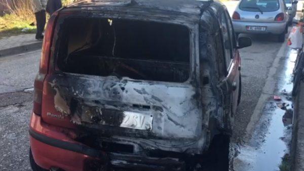 I vihet zjarri një makine në Vlorë