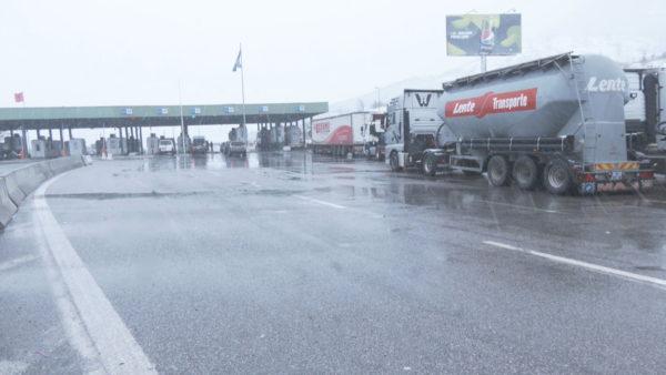 Kufiri Shqipëri-Kosovë, procedurat krijojnë radhë kilometrike