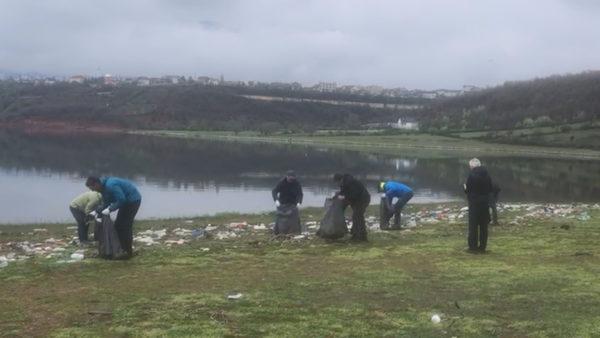 Ndotja e liqenit të Fierzës, qindra vullnetarë nisën punën për pastrimin nga mbeturinat