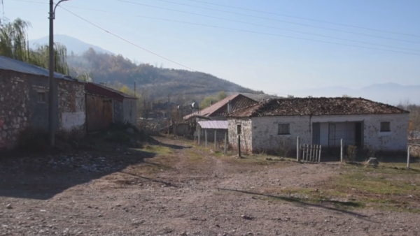 Pa rrugë, pa ujë dhe pa kanalizime, fshati që nuk ka ndryshuar për 30 vjet