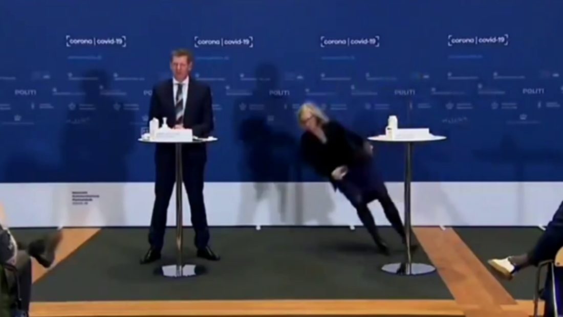 Po shpallte pezullimin e vaksinës zyrtares daneze i ra të fikët në konferencën për mediat 1100x620