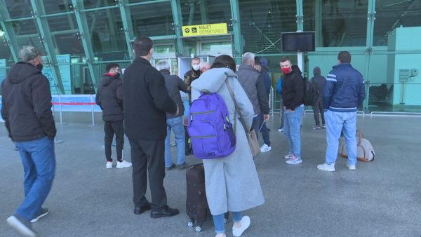 Pasojat e bllokimit: Në dyert e aeroportit, ku nuk niset asnjë avion