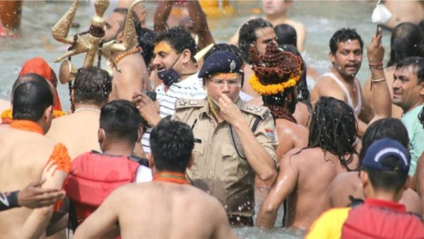 Në Indi 250 mijë raste në ditë, fajin kryesor mund ta këtë ceremonia fetare