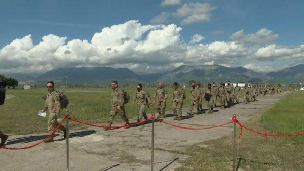 Mbi 200 ushtarë amerikanë mbërrijnë në Rinas