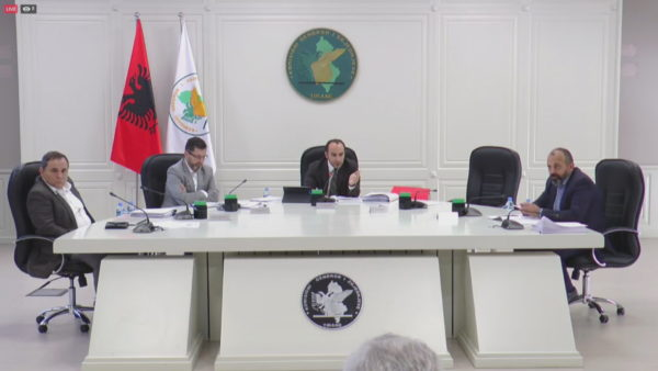 KAS rrëzon kërkesat e PD dhe Vetëvendosjes për pavlefshmërinë e zgjedhjeve në Tiranë