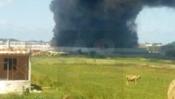 Zjarr masiv te fabrika e tullave në Maminas, një person i lënduar