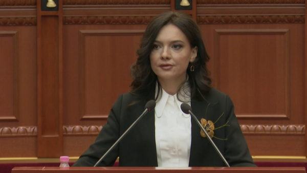 """Shpallja """"non  grata"""" e Berishës, Spiropali: Dënim kapital, kambanat po bien për të gjithë"""
