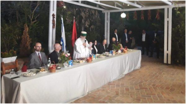 """Ambasadorja e SHBA, e ftuara """"speciale"""" në iftarin e shtruar nga Kryegjyshata Botërore e Bektashinjve"""
