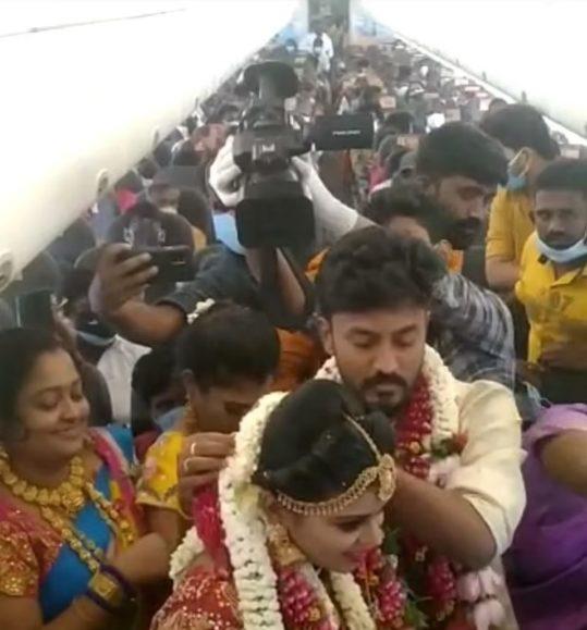 Nuk lejohen më shumë se 50 të ftuar, çifti organizon dasmën në avion