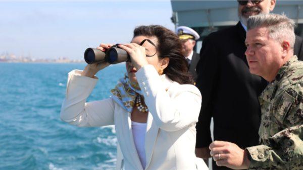 """""""Defender Europe 21"""", gjeneralët e SHBA dhe ambasadorja Kim dolën në det me anijet e Rojes Bregdetare Shqiptare"""
