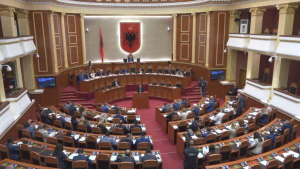 Deputetët e Partisë Demokratike që ulen për herë të parë në Kuvend