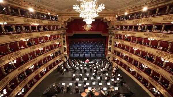 """Rikthehen duartrokitjet në """"La Scala"""" në Milano"""