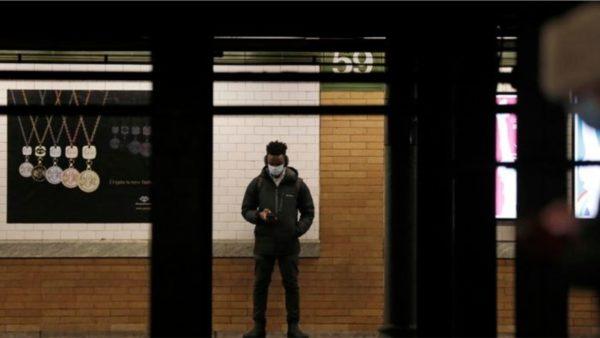 Nju Jork rihap metronë 24-orëshe në shenjë të rikthimit në normalitet