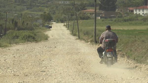 Banorët kërkojnë rrugën që u premtohet prej 3 dekadash