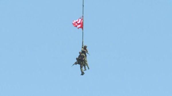 """Forcat amerikane dhe ato shqiptare """"tregojnë forcën"""" në Sheshin """"Nënë Tereza"""""""