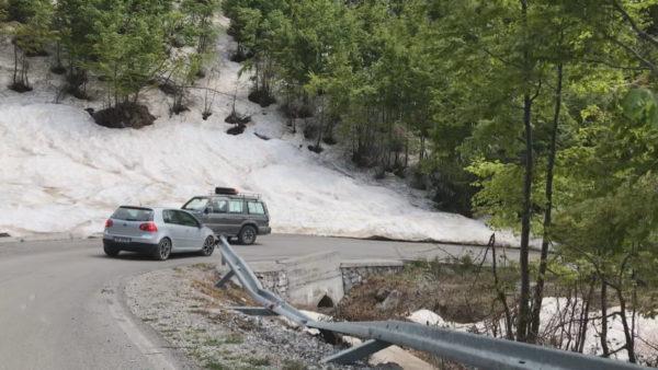 Rruga për në Theth, pastrimi nga bora ''shkatërron'' aksin rrugor