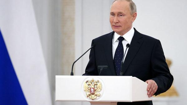E mbante të fshehtë, Putin tregon çfarë vaksine mori kundër koronavirusit