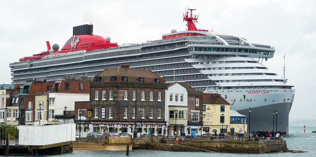 """Më e madhe anija sesa porti, """"qyteza lundruese"""" ku lejohet hyrja vetëm për personat mbi 18 vjeç"""