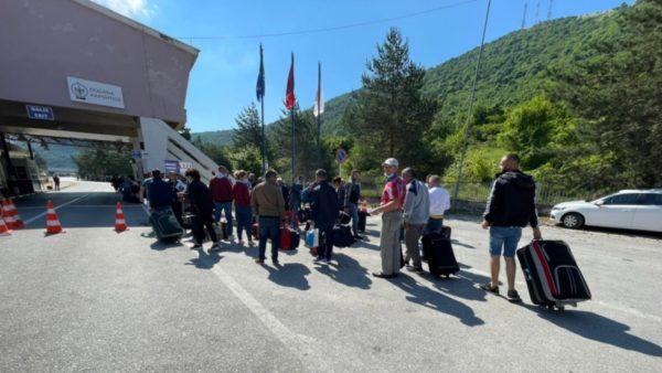 Greqia nuk ndryshon edhe pas rekomandimeve të BE, deri më 28 qershor nuk do të lejohet futja e shqiptarëve