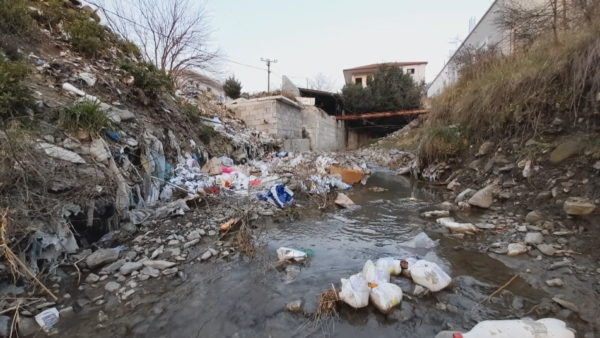 Problematika me mbetjet, periferia e Elbasanit mjaft e ndotur